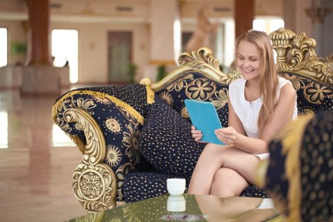 female guest in Hotel-Lobby