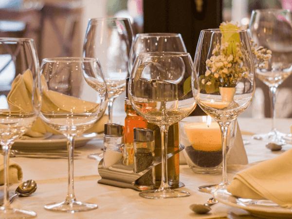 Gema-freie Hintergrundmusik für Restaurants, Bars und Cafés